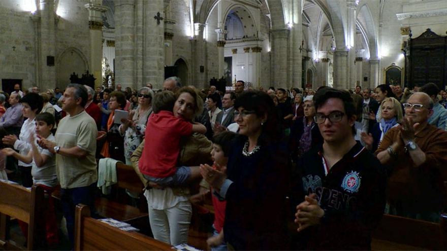Los fieles arroparon al arzobispo de València