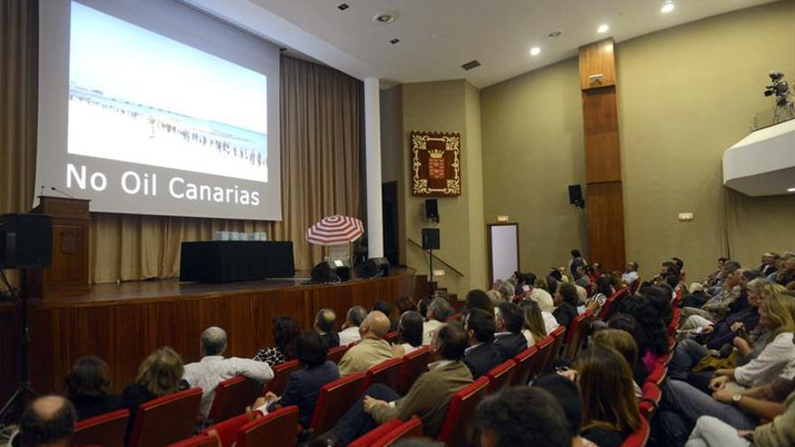 Acto celebrado en el Cabildo de Lanzarote contra las prospecciones petrolíferas