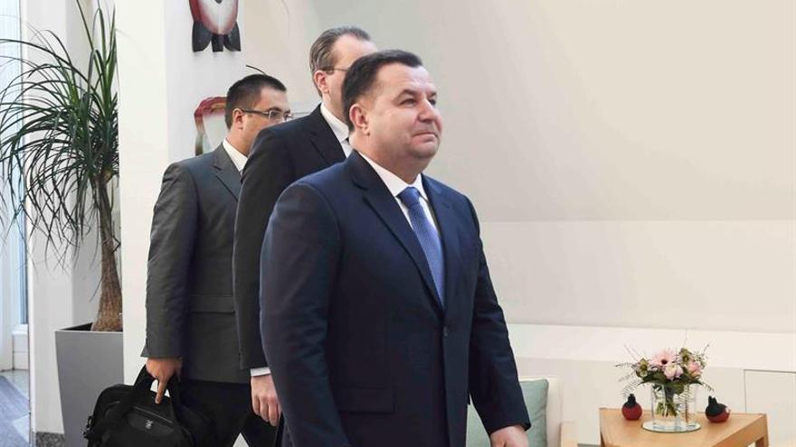 Ucrania obliga al ministro de defensa a dejar el Ejército para encabezar la cartera