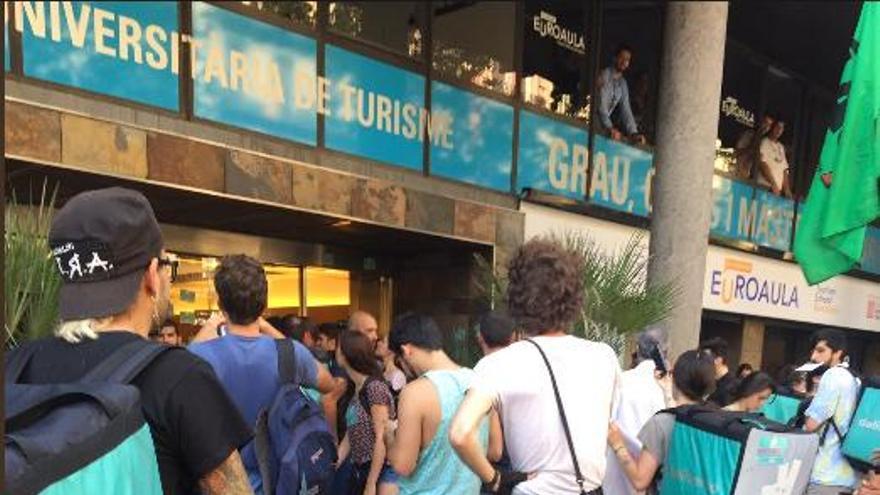 Manifestación de repartidores de Deliveroo en Barcelona