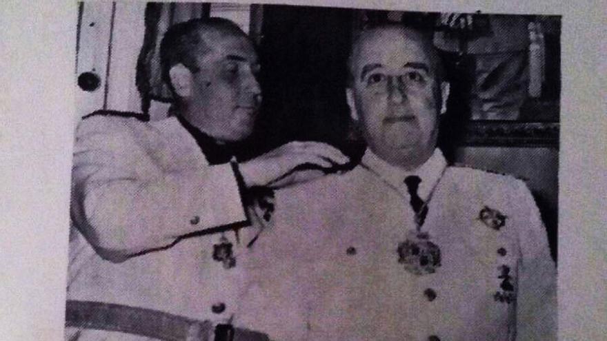 Imagen del folleto distribuido en Almadén en 1955 por la visita del dictador