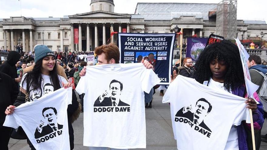 Miles de personas protestan en Londres contra la austeridad del Gobierno británico