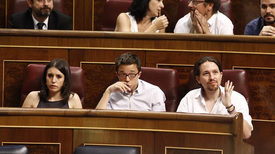 Diputados de Podemos y sus socios vuelven a reivindicar la reforma de la Constitución al tomar posesión en el Congreso