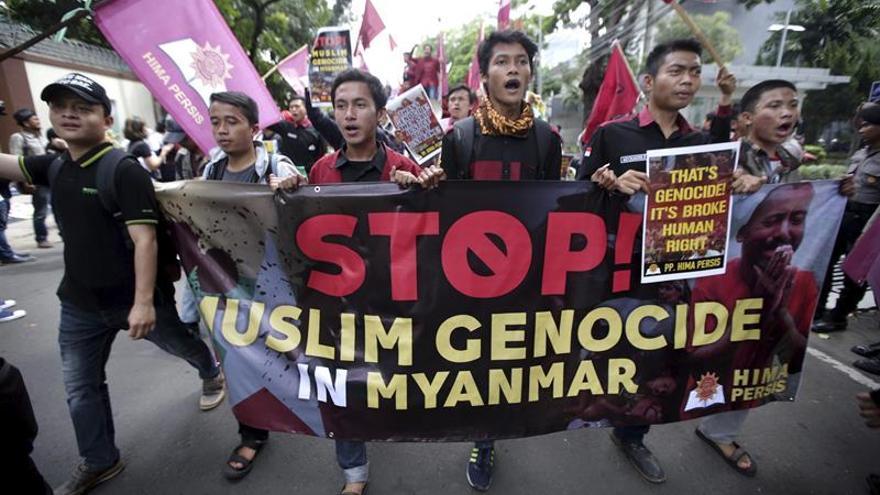 Bangladesh rechaza ocho barcos con rohinyás ante el éxodo por la operación birmana
