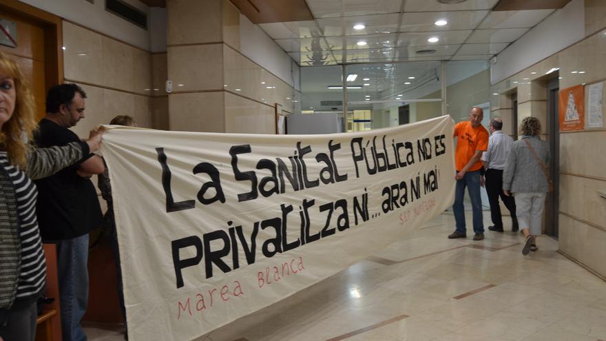 Activistes ocupen el CAP de Sant Andreu / CARALP MARINÉ