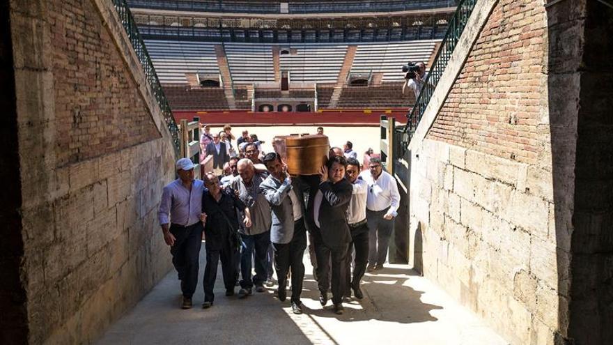 """Cientos de aficionados despiden a """"Canito"""" en la plaza de toros de Valencia"""