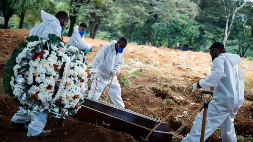 Brasil registra más de 2.200 muertes por covid por tercer día seguido
