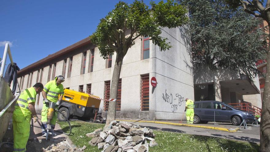 El Ayuntamiento remodela el acceso al Centro de Salud José Barros