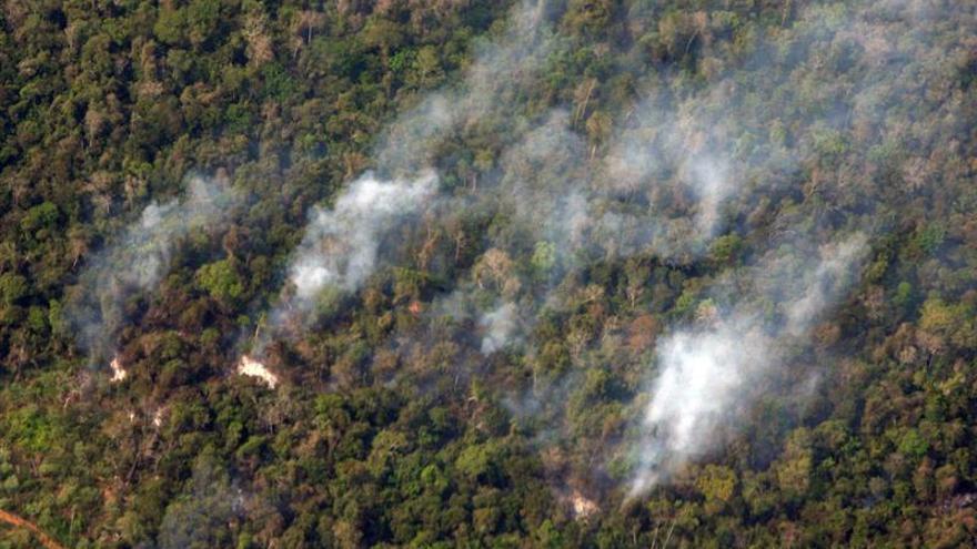 Mueren tres personas en un incendio provocado en Tennessee, EE.UU.