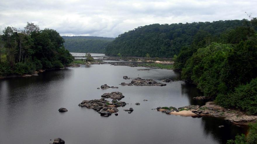 Río Ogoué, donde Kingsley convivió con los Fang, una tribu caníbal
