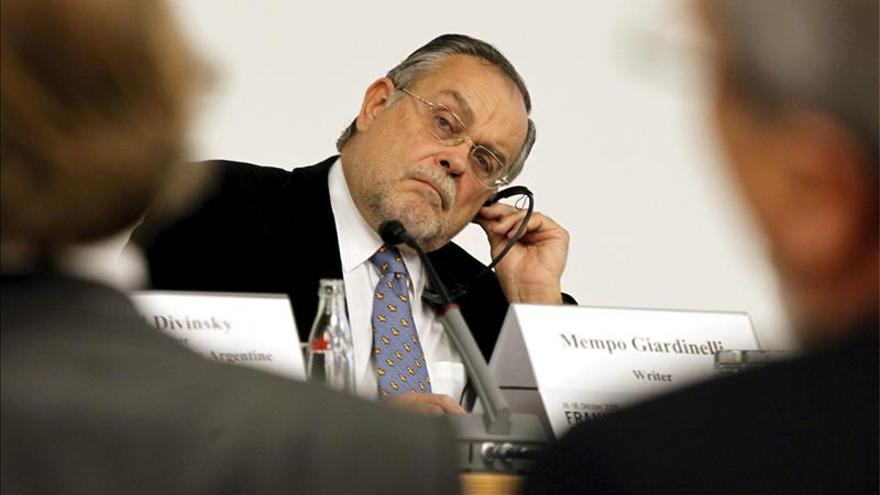 Giardinelli: espero que a Macri no se le ocurra recortar el Plan de Lectura