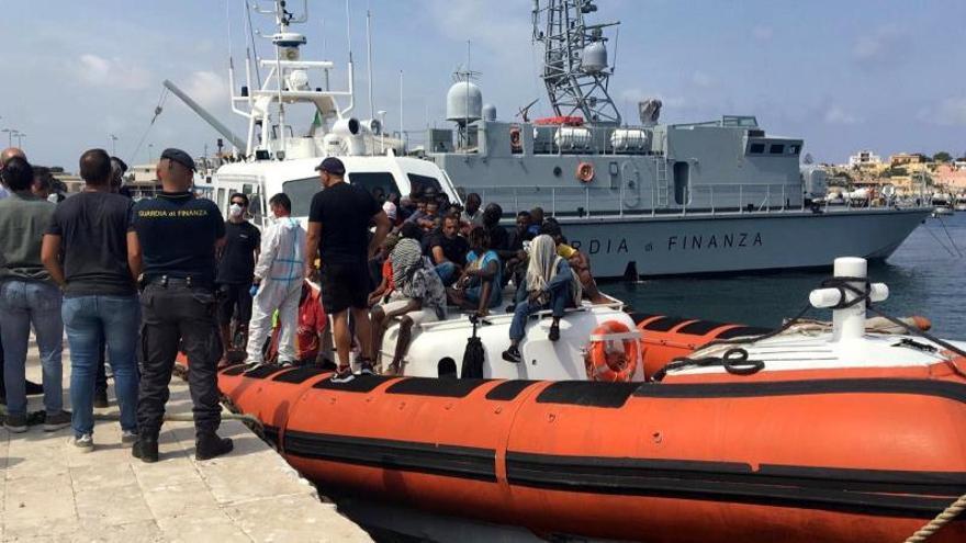 Un total de 108 migrantes llegaron a Lampedusa y otros 182 esperan un puerto