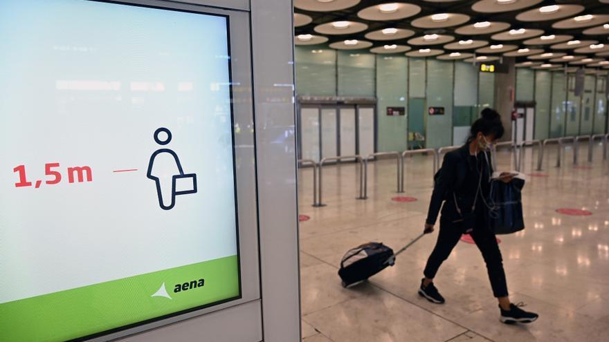 Los pasajeros aéreos cayeron un 76,1 % en mayo aunque mejora la demanda y la oferta