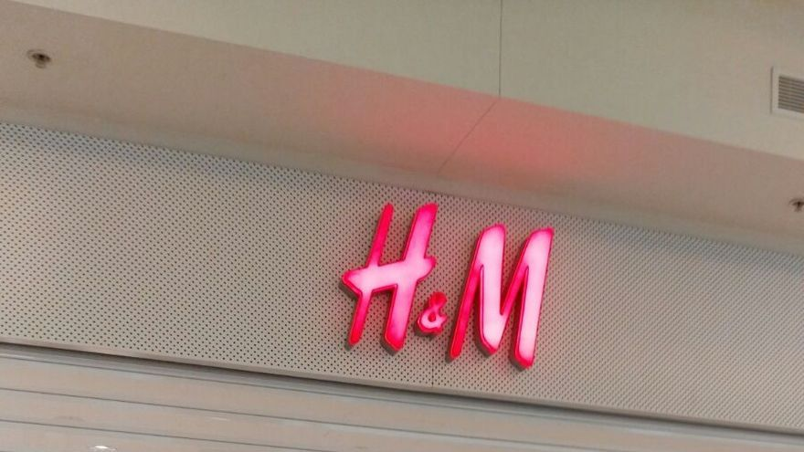Una tienda de H&M cerrada por la huelga de este jueves.