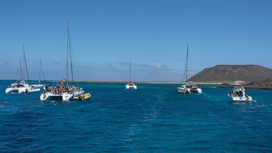 Embarcaciones en la isla de Lobos