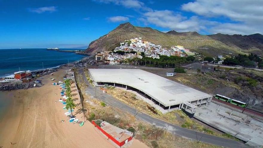 El llamado mamotreto de la playa de Las Teresitas, en una foto de archivo