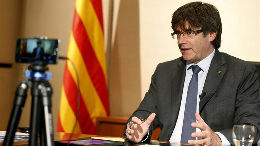 Puigdemont, si gana el sí, seguiría en el cargo 6 meses más hasta las elecciones