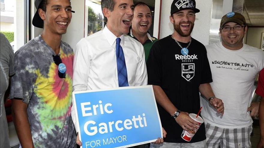 Los Ángeles se acuesta sin conocer a su alcalde por el lento recuento electoral
