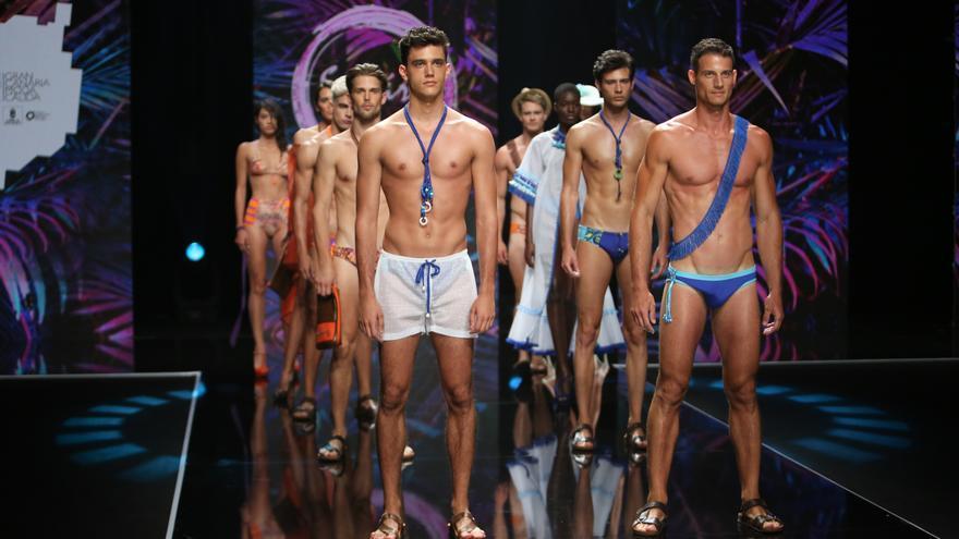 Desfile de baño de Moda Cálida. Firma Suhárz