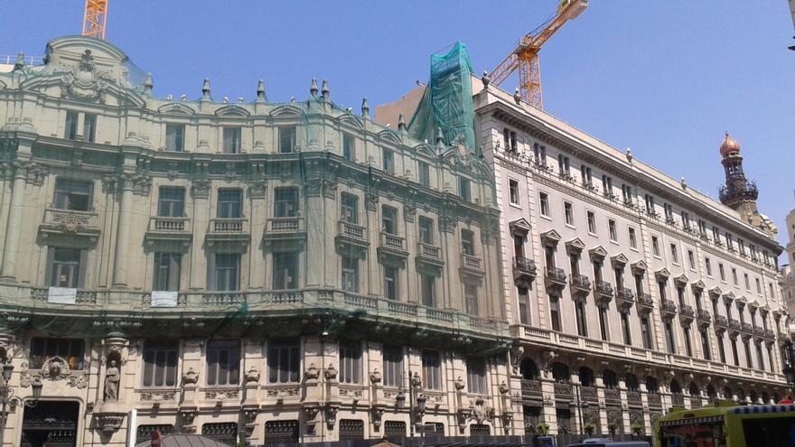 Uno de los edificios de la manzada de Canalejas, en obras./ L.O.