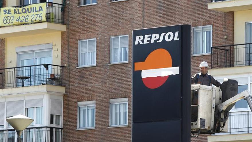 Las gasolineras de marca plantan cara a las de bajo coste con más servicios