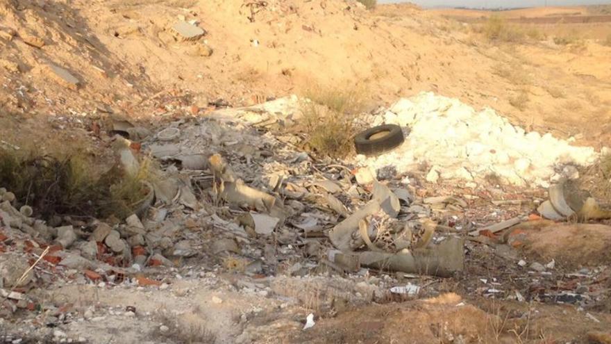 Una de las parcelas en el Polígono de Toledo con residuos de amianto