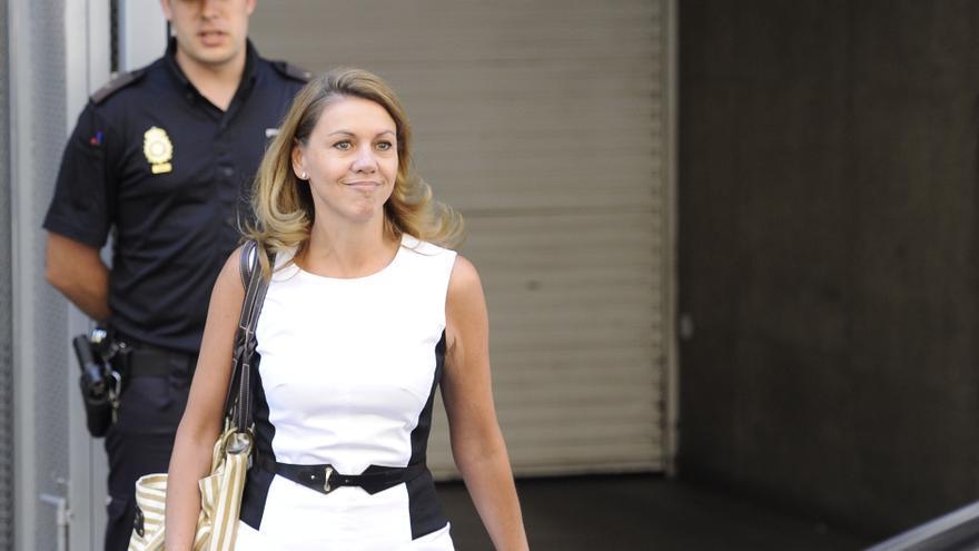 La secretaria general del PP, María Dolores de Cospedal, abandona la Audiencia Nacional tras declarar como testigo por el caso Bárcenas. / GRS / Gtresonline