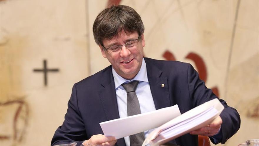 Puigdemont promete encontrar la manera de convocar un referéndum