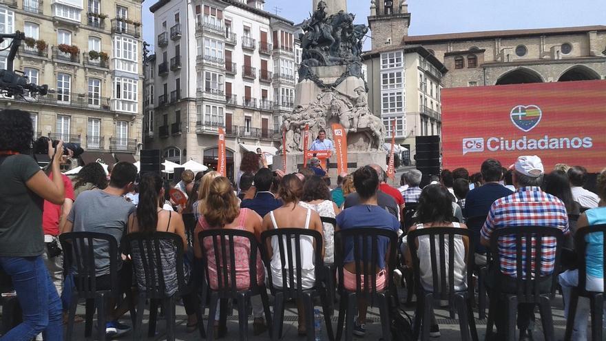 """Rivera reclama a Rajoy que """"ceda"""" y a Sánchez que abandone el """"no"""" para evitar unas terceras elecciones"""