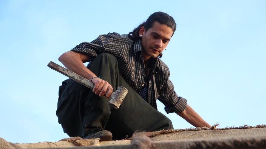 Rok Brosa trabaja en la comuna internacionalista kurda de Rojava, Siria.
