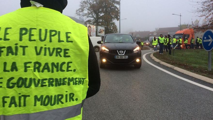 """""""El pueblo hacer vivir a Francia. El gobierno la hace morir"""""""