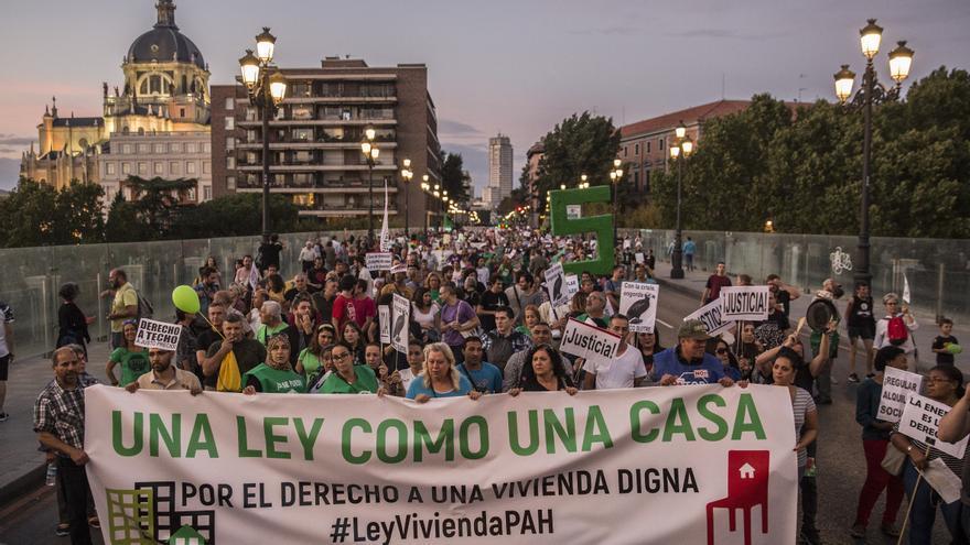 La cabecera de la manifestación de la PAH