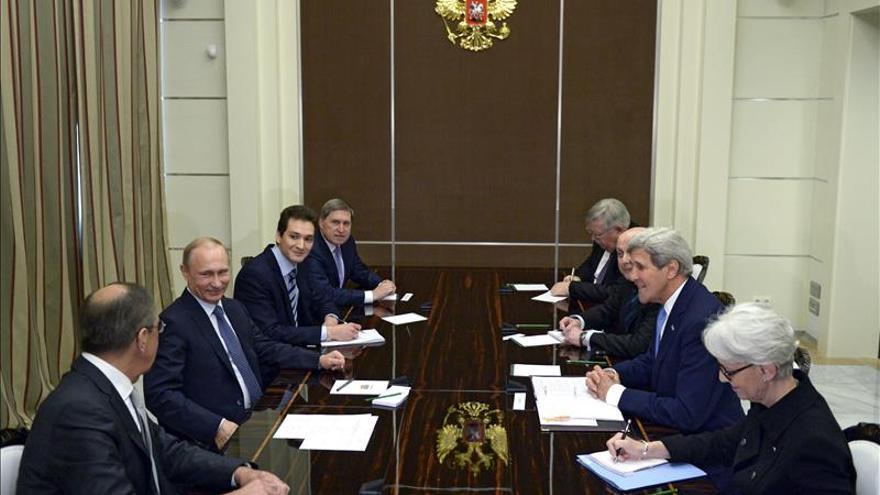"""Kerry admite que el momento es """"crítico"""" para que Rusia y los separatistas cumplan los acuerdos"""