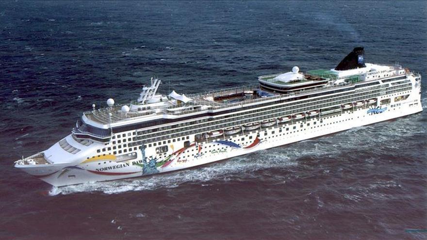 Encalla un crucero con unas 3.600 personas en Bermudas