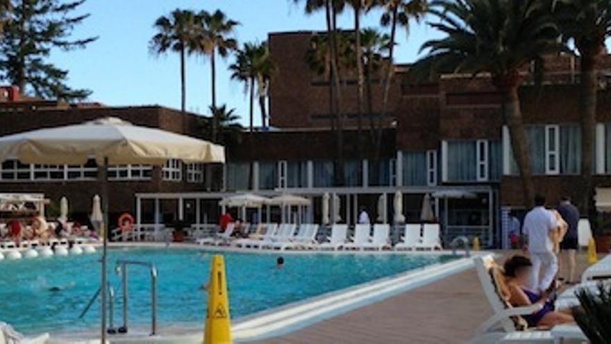 Imagen de una piscina del RIU Grand Palace Maspalomas Oasis.