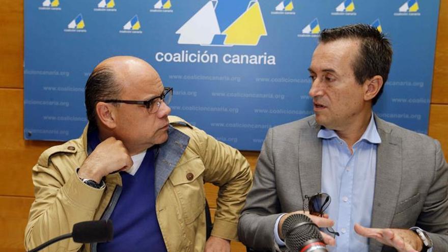 Los dirigentes de Coalición Canaria José Miguel Barragán (i) y José Miguel Ruano (d)
