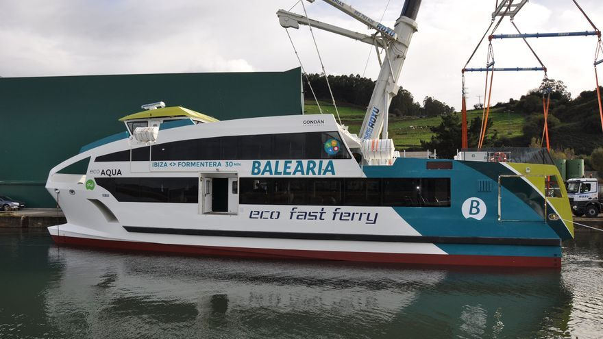 Eco fast ferry de Baleària en su botadura en los astilleros de Gondan.