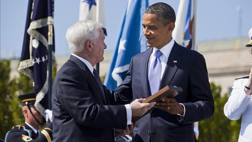 Obama defiende estrategia en Afganistán ante polémica por libro de Gates