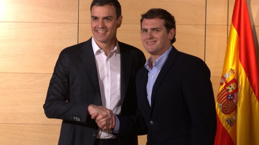 Pedro Sánchez y Albert Rivera se reúnen en el Congreso para explorar alianzas parlamentarias