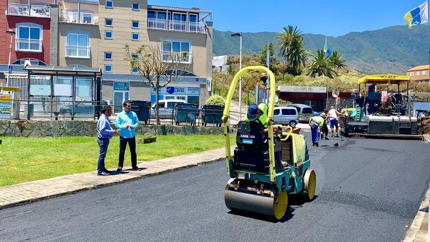 Trabajos de repavimentación en Breña Baja.