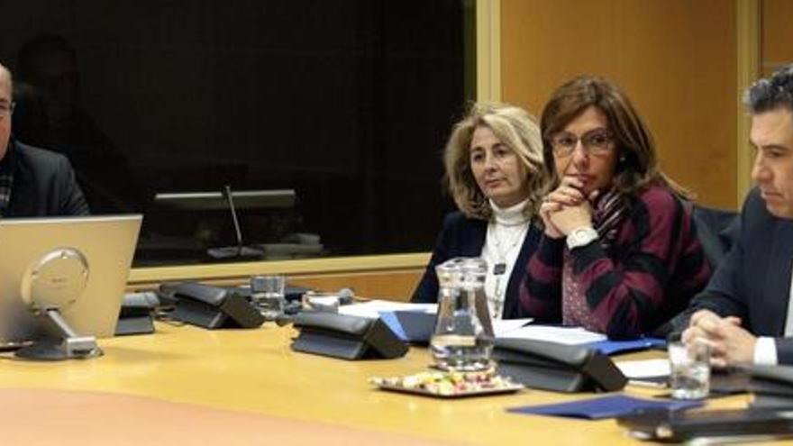 La fiscal superior, Carmen Adán, con los fiscales de Gipuzkoa, Idoia Zuriarrain, y de Álava, Josu Izaguirre.
