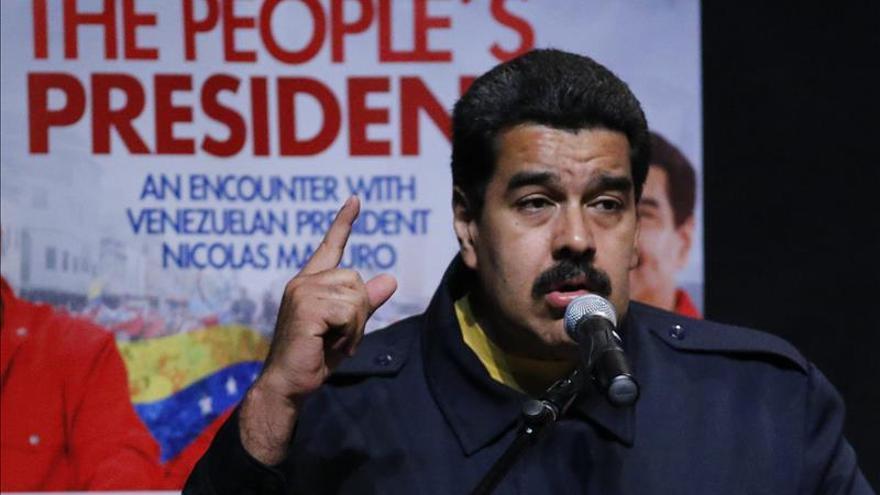 Maduro recorta el presupuesto nacional debido a la caída del precio de crudo