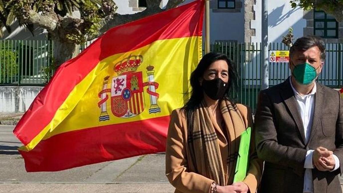 La diputada de Vox en el Parlamento vasco, Amaia Martínez, y el portavoz del partido en el Parlamento cántabro, Cristóbal Palacio