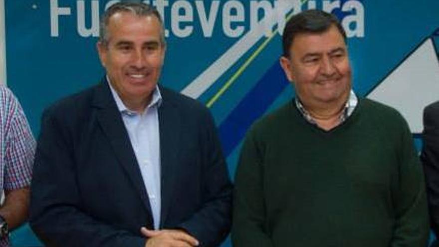 Mario Cabrera, junto a José Juan Herrera Velázquez. (Facebook CC Fuerteventura)