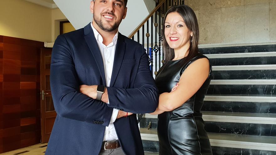 Kilian Sánchez y Zuleima Padrón, técnicos de la AECC en La Palma.