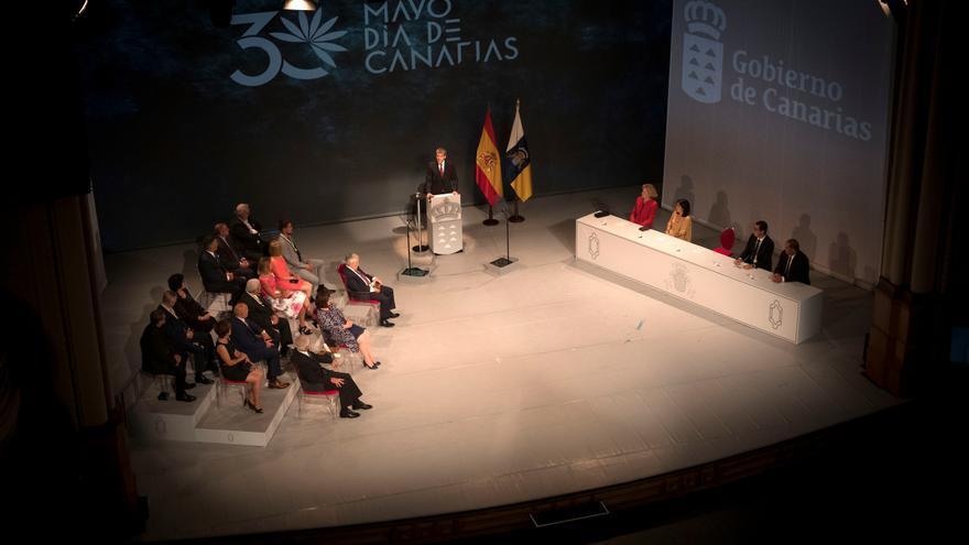 Clavijo en los Premios Canarias 2017, primera vez en la que la que se le concedió a una mujer el de Investigación e Innovación.