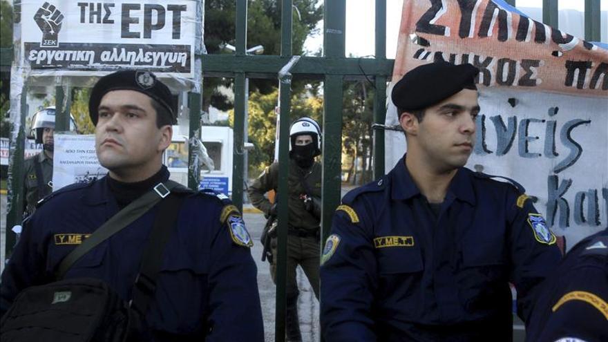 La Policía desaloja la TV pública griega tras 5 meses de ocupación por los trabajadores