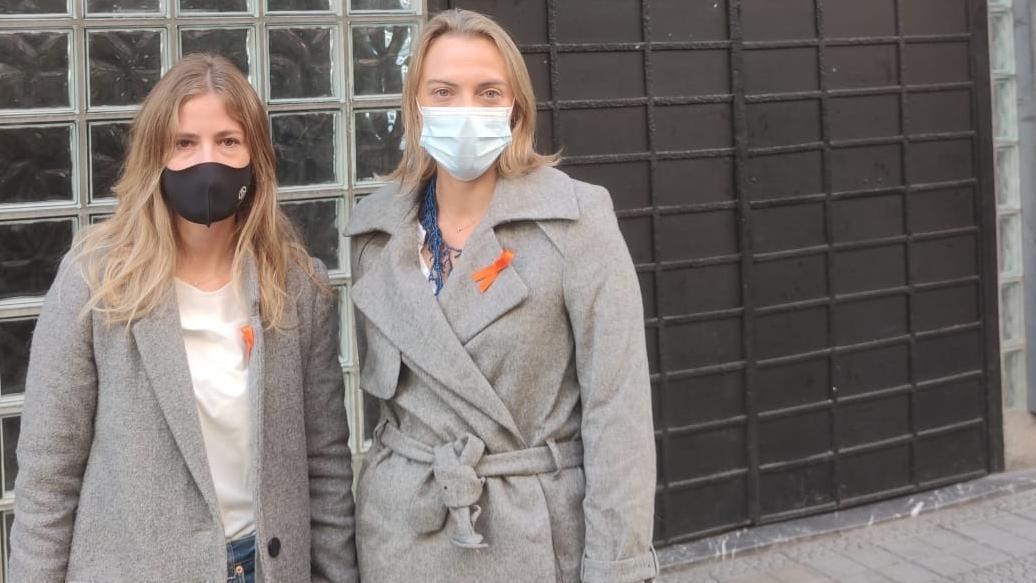 Raquel González, a la derecha, con Beatriz Fanjul en Bilbao