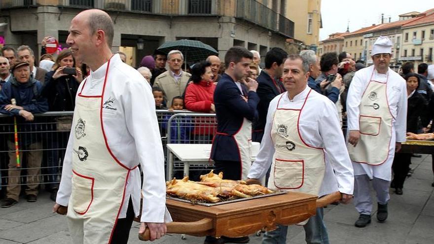 Segovia celebra que el cochinillo es uno de sus principales monumentos