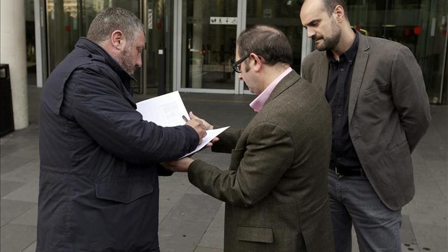 Societat Civil pide al Juzgado de Guardia actuar por uso de colegios en 9N
